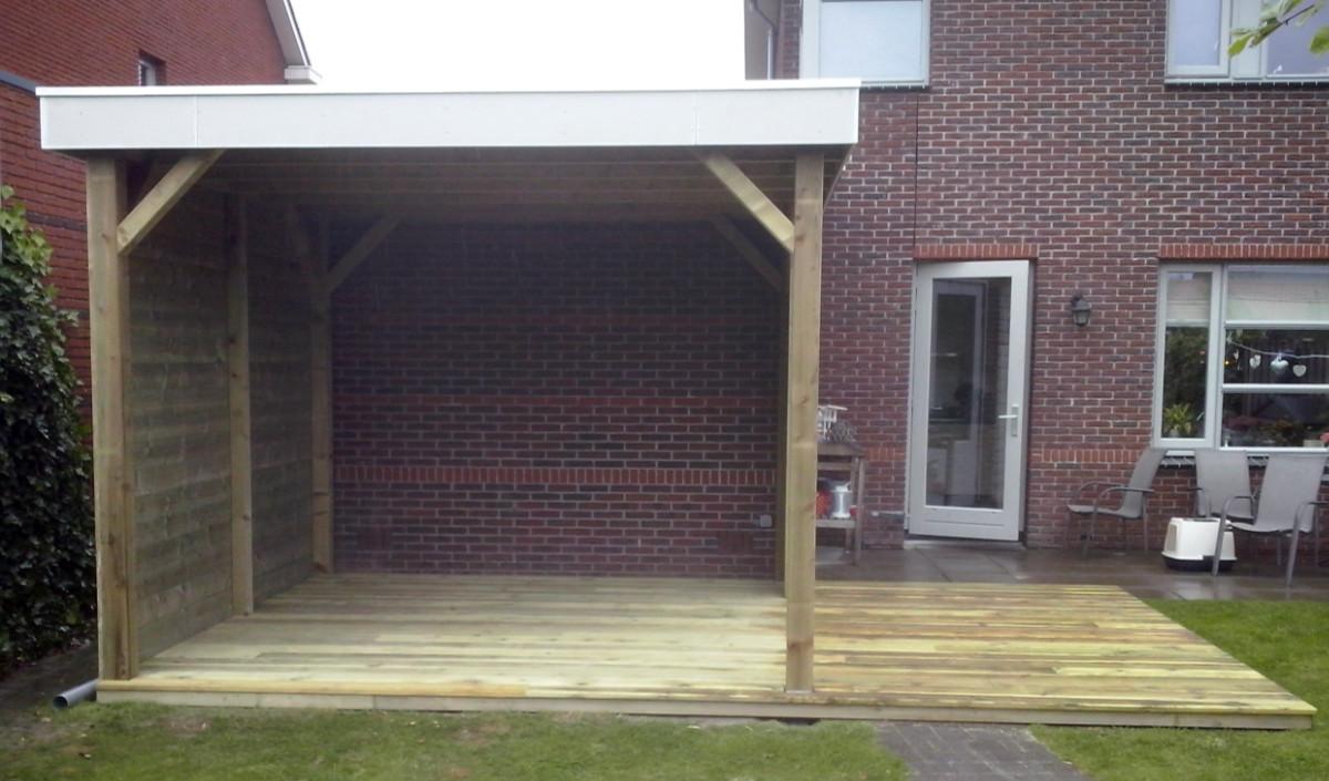 Timmerwerk door Topklus: veranda in achtertuin van een woonhuis